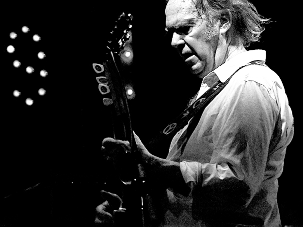 Neil_Young_2008_Firenze_02